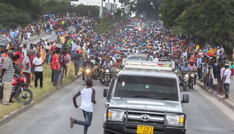 Imatge d'arxiu de Tanzania on es veu a molts ciutadans que no utilitzen la mascareta.