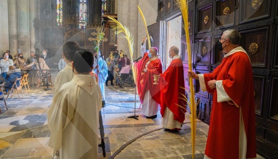 Benedicció de Rams dins de la Catedral amb públic restringit degut a les restriccions marcades per la pandèmia.