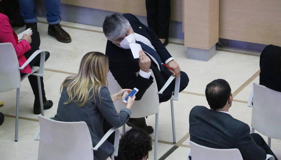 Albert Batet i Elsa Artadi (JxCat) conversen a l'auditori en la constitució del Parlament.