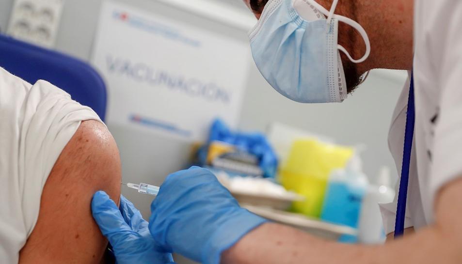La vacunació continua endavant, però apareixen noves soques del virus.