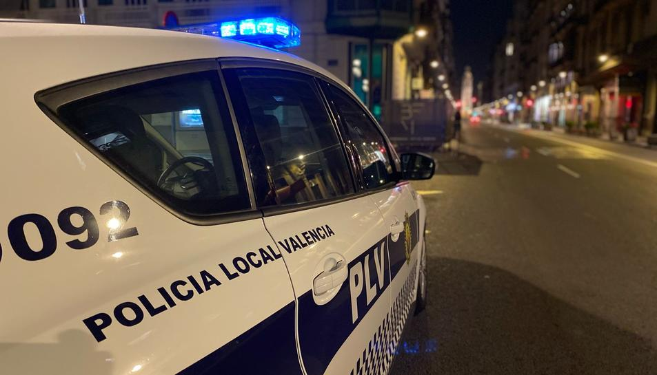 Imatge d'arxiu d'un vehicle de la Policia Local de València.