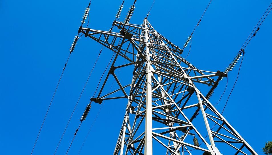 Imatge d'arxiu d'una torre d'alta tensió.