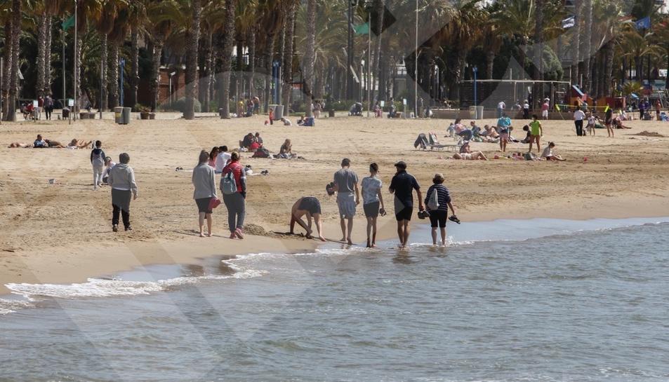 Dia de la mona a la platja Llevant de Salou