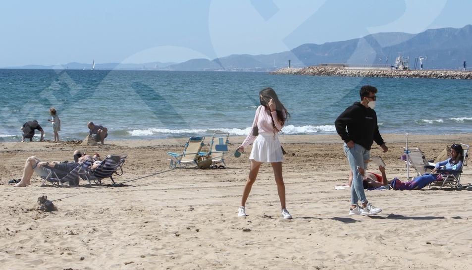 Dia de la mona a la platja de Cambrils