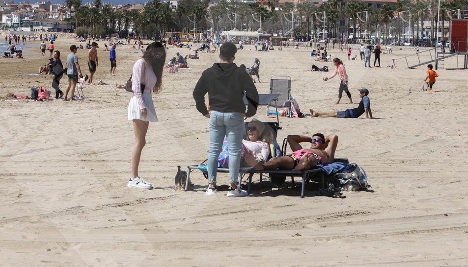 Día de la mona en la playa de Cambrils