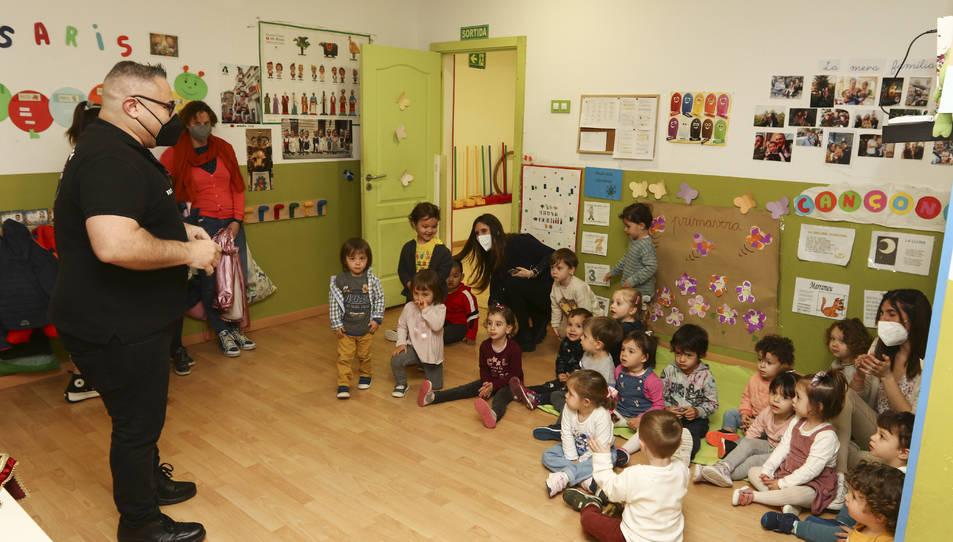 Josep Lluís Rius va explicar el relat a l'Escola Bressol L'Estel.