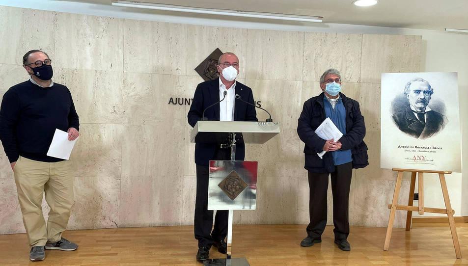 L'alcalde de Reus, Carles Pellicer, i els regidors presentant el programa d'actes de l'Any Bofarull 2021.