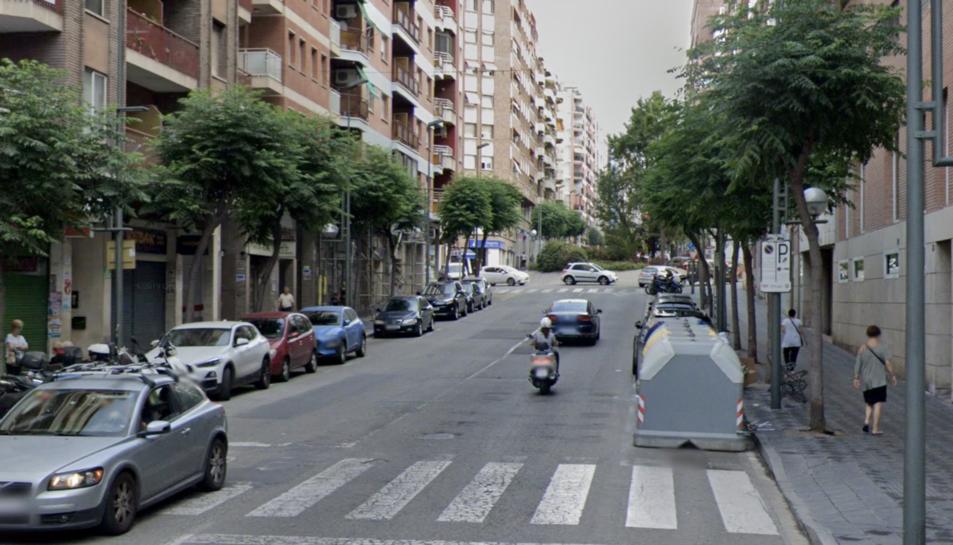 Imatge del paviment del carrer Pere Martell.