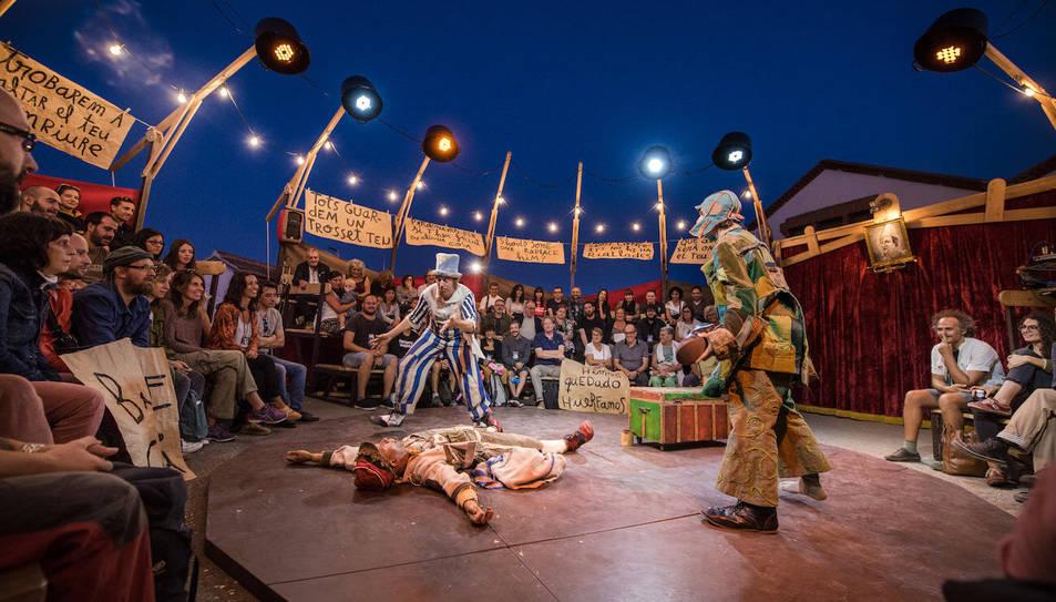 La Baldufa Teatre arribarà dissabte amb tres pallassos i l'espectacle 'Bye, bye Confetti'.