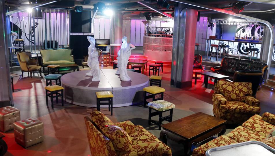 La pista de la discoteca Oxygen de Calella, amb taules i cadires.