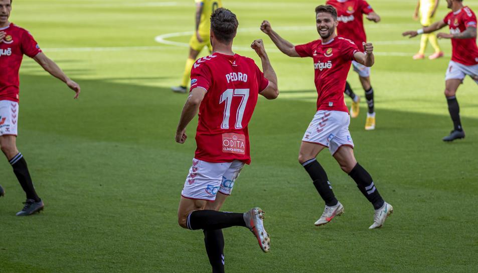 Pedro Martín celebrant el gol davant el Villarreal B.