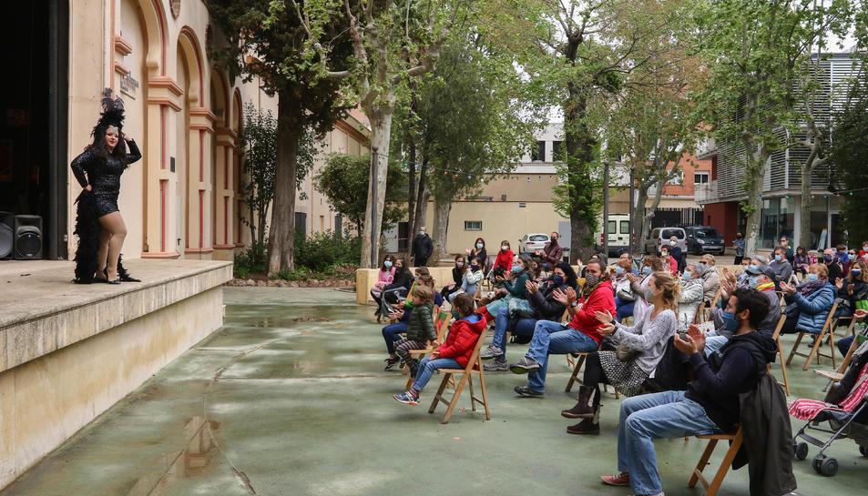 Unes 160 persones van gaudir ahir del primer número del projecte de circ.