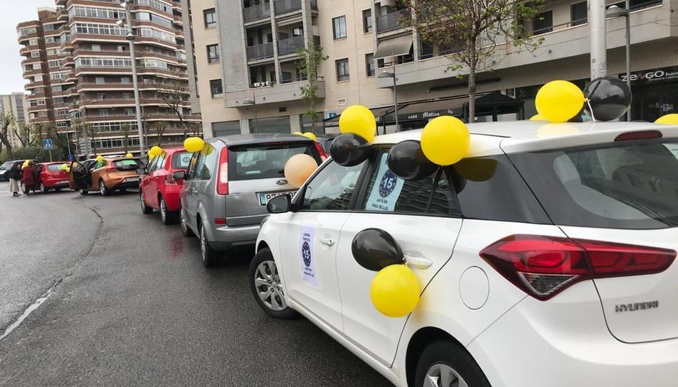 Imatge d'un instant de la marxa amb cotxes a la plaça de les Corts Catalanes de Tarragona.