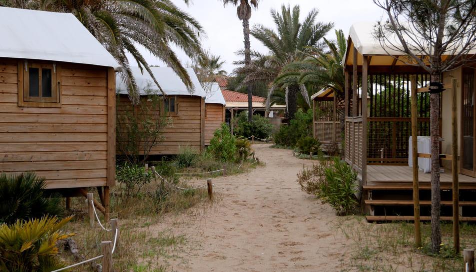 Els bungalous del càmping Gavina, situat a Creixell (Tarragonès), tancat en el primer cap de setmana de retorn al confinament comarcal.