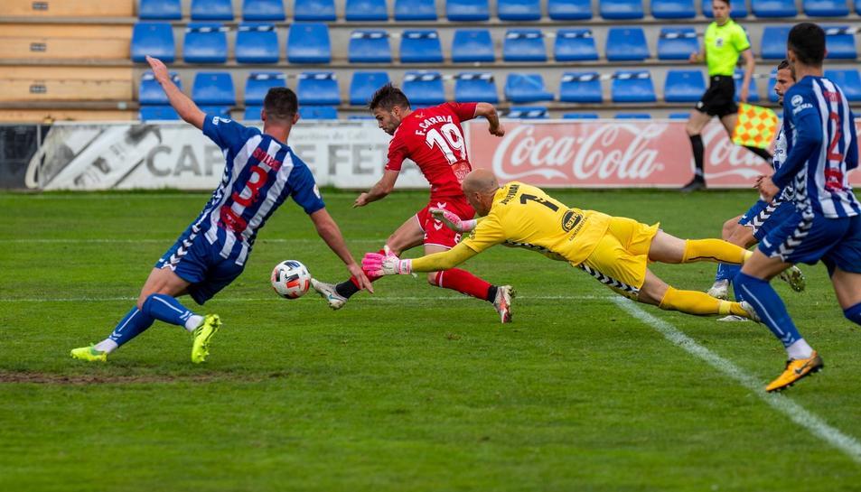 Moment del gol de Fran Carbia.
