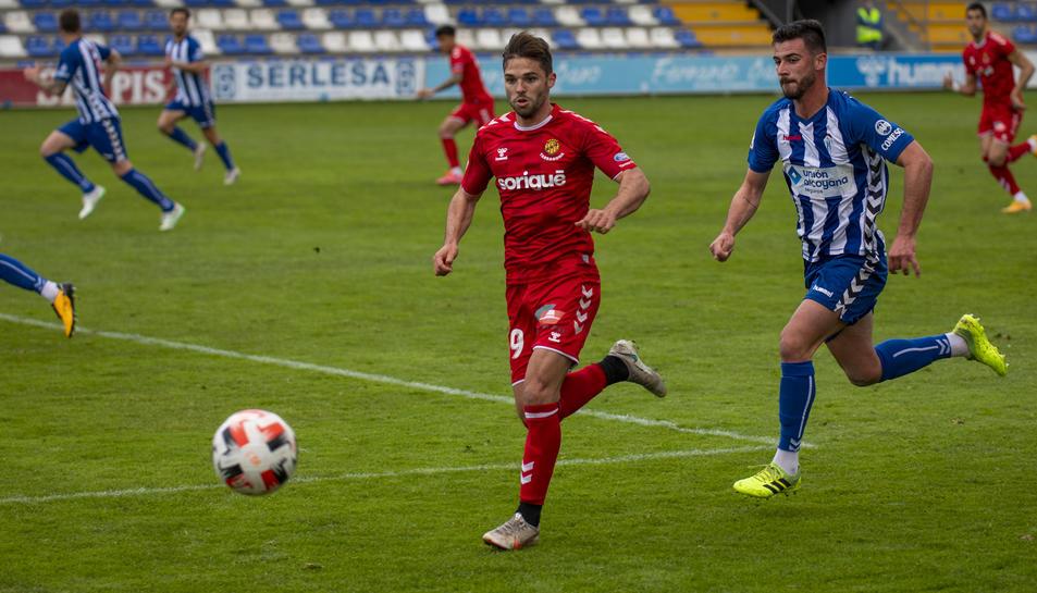 Fran Carbia, durant un moment del partit disputat a El Collao aquest diumenge.