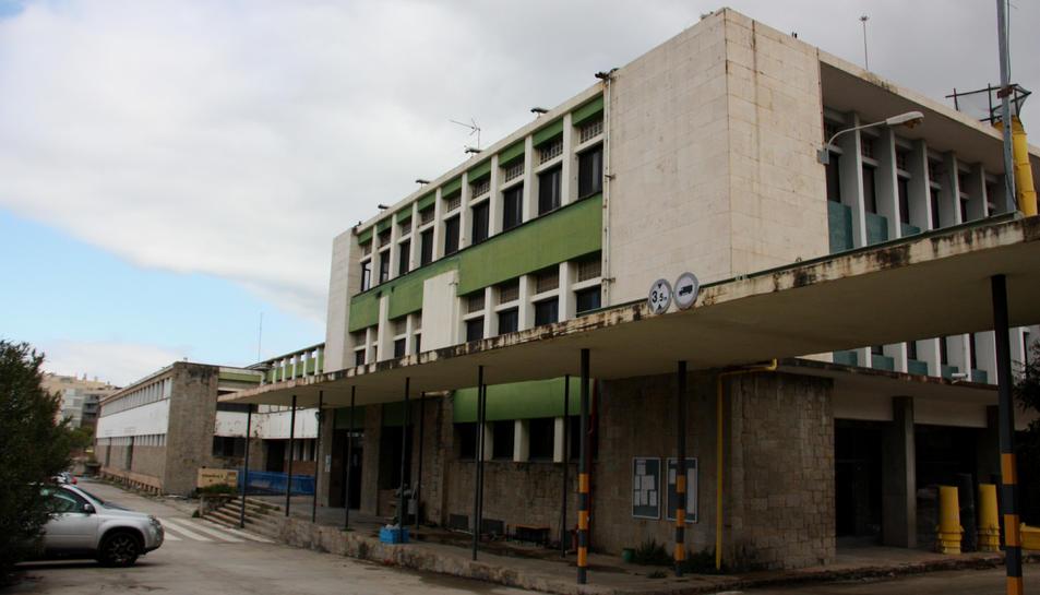 La façana exterior de l'antiga fàbrica de cotxes que es reconvertirà.