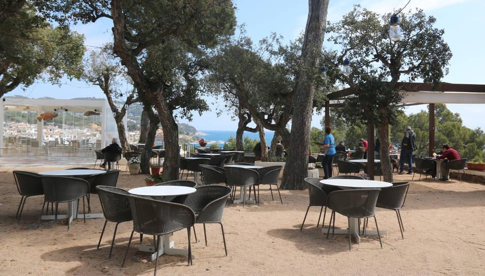 Una terrassa d'un bar de Calella de Palafrugell