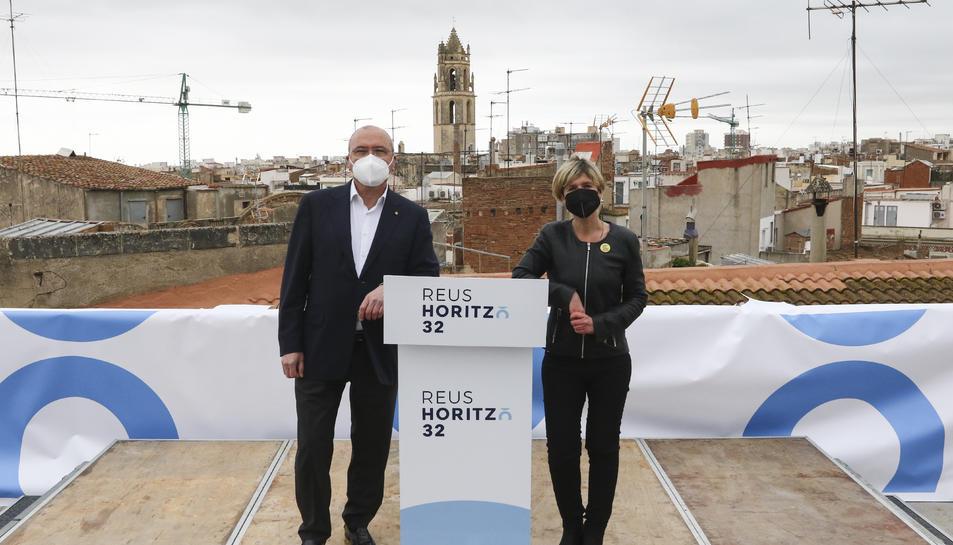 L'alcalde de Reus, Carles Pellicer, i la vicealcaldessa,  Noemí Llauradó, van anunciar l'eina des del terrat del Museu Salvador Vilaseca.