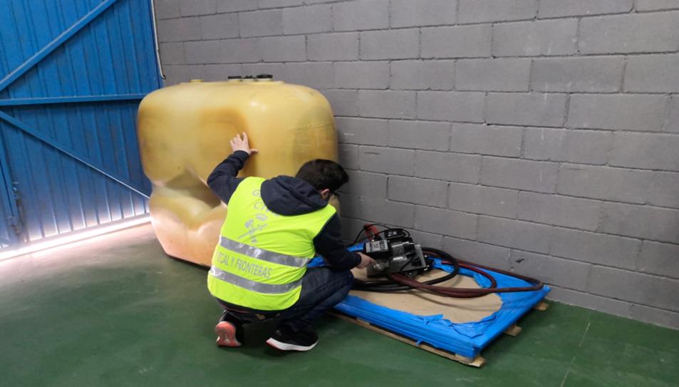 L'empresa havia instal·lat un dipòsit de mil litres amb el qual subministrava els seus propis vehicles.