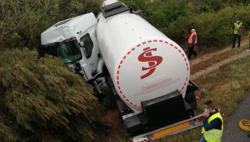 El camió s'ha sortit de la via.