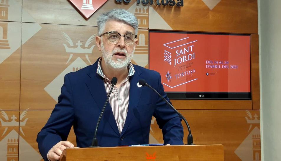 Pla mitjà del regidor de Cultura de Tortosa, Enric Roig.