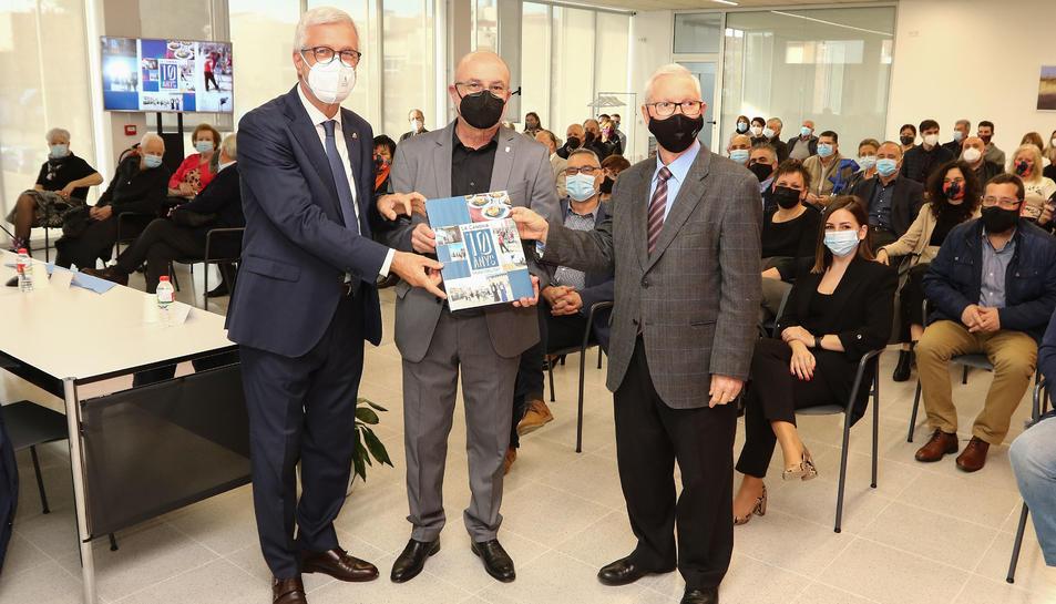 Josep Fèlix Ballesteros, Roc Muñoz i Francesc Roig en la presentació del llibre.