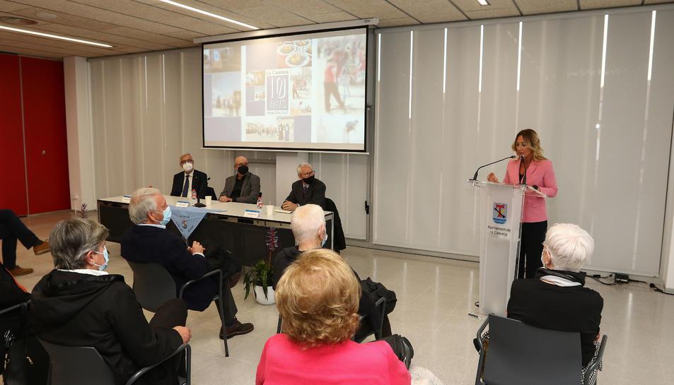 La periodista Mercè Veciana ha coordinat el llibre.