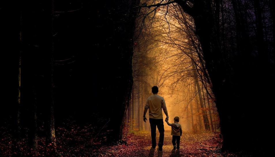 Imatge d'un pare amb el seu fill.