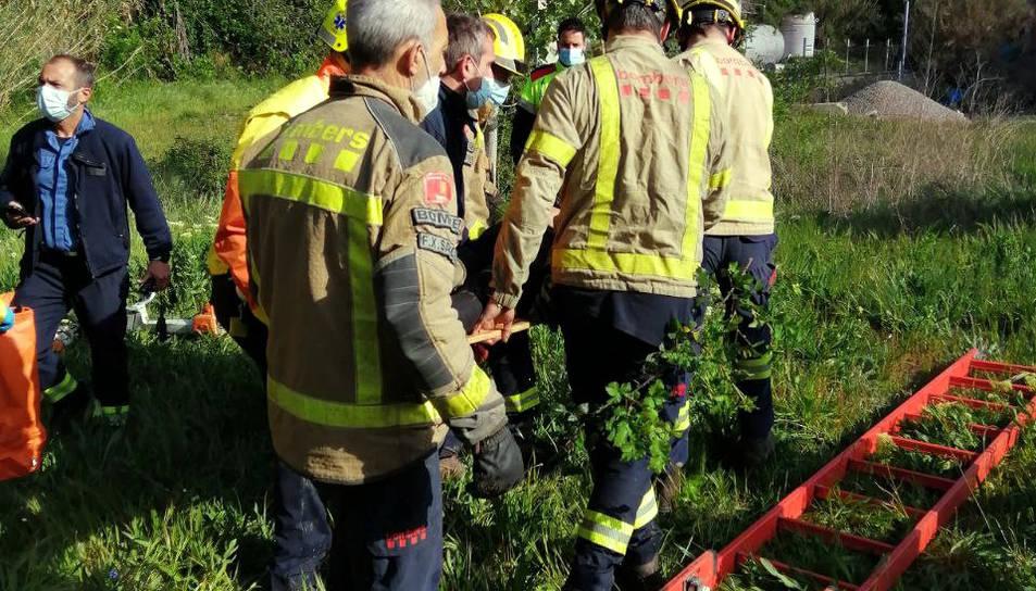 Els Bombers i el SEM treballant en el rescat.