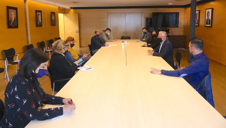L'alcalde de Salou, Pere Granados, al centre a la dreta, amb representants d'entitats econòmiques.
