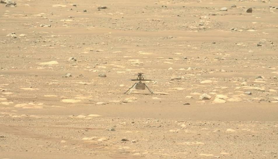Ingenuity sobre la superficie de Mart.