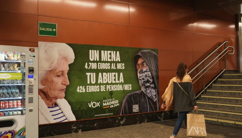 El cartell es troba a l'estació de la Puerta del Sol.