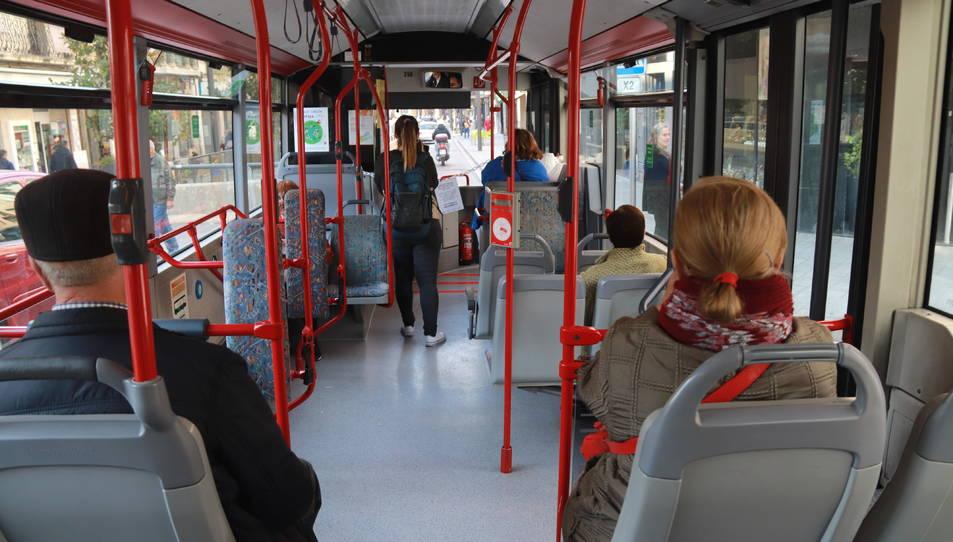Interior d'un autobús municipal de Tarragona.