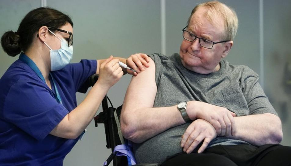 Un noruec es vacuna.