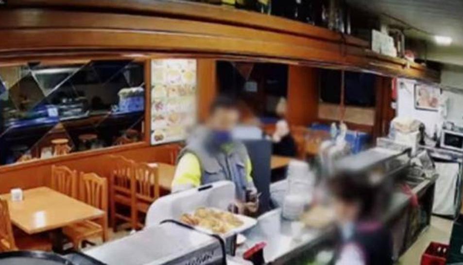 Imagen del vídeo de seguretat d'un dels bars que va robar.
