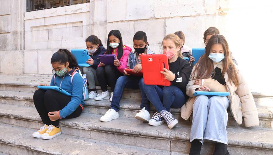 Imatge d'arxiu d'un grup d'alumnes de sisè de primària.