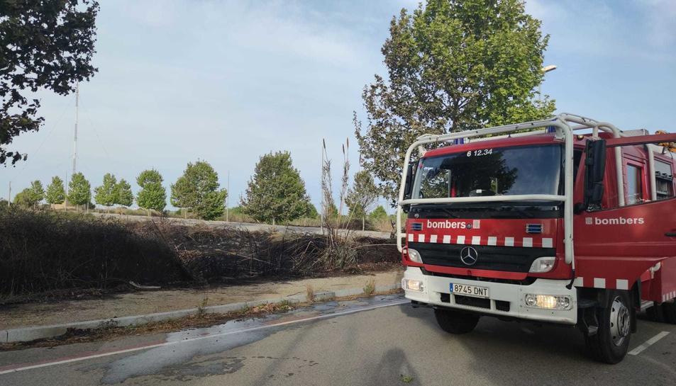 Els Bombers després d'extingir l'incendi.