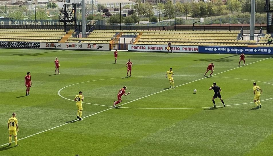 Comença el partit al Mini Estadi del Villarreal B.