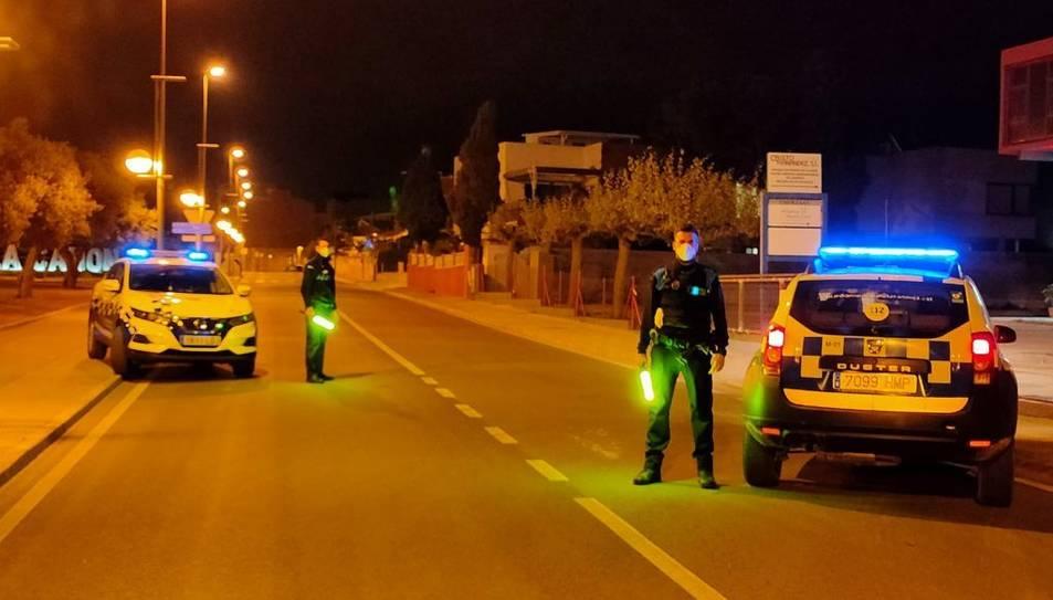 Imatge de dos agents de la Guàrdia Municipal de la Canonja.