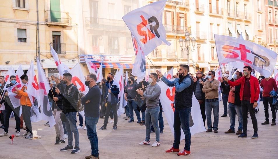 Manifestació dels treballadors de la petroquímica a Tarragona (I)