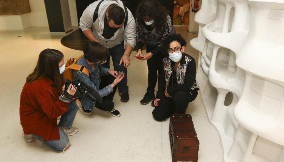 El nou joc per a grups convida a obrir una caixa misteriosa que un japonès va deixar a l'equipament.