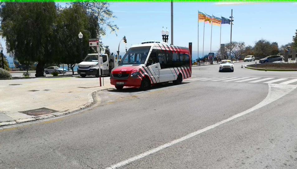 La línia 13 que fa el recorregut Entrepins – Passeig de les Palmeres.
