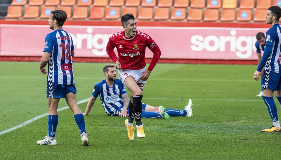 Gerard Oliva celebrant el gol davant l'Alcoyano.