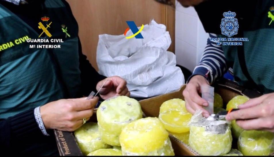 Cau una organització que introduïa cocaïna oculta a l'interior de pinyes a Espanya