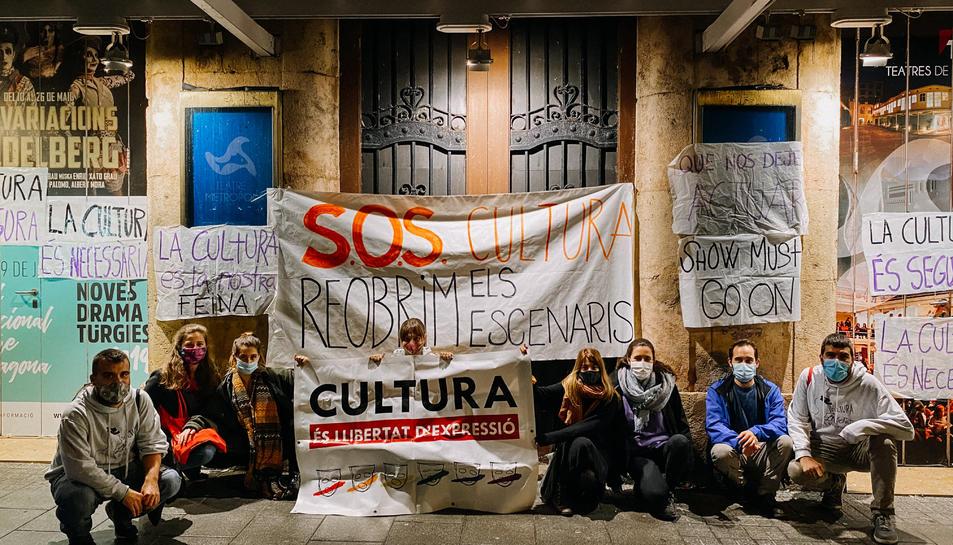 Membres de Tornavís Teatre en un acte reivindicatiu a Tarragona.