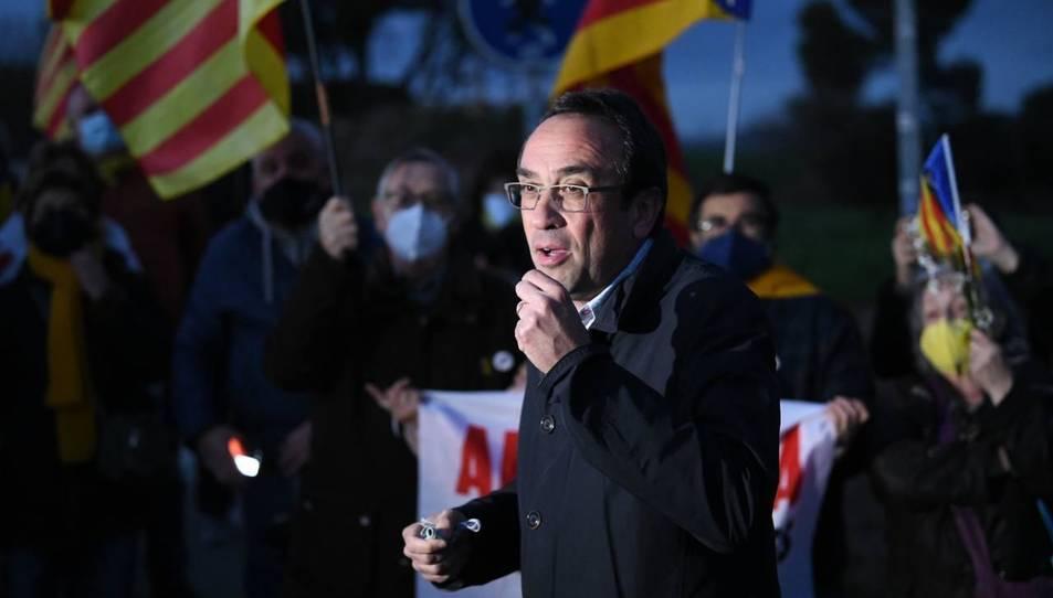 L'exconseller Josep Rull s'adreça a un seguit de persones que li han donat suport a l'entrada a la presó de Lledoners.