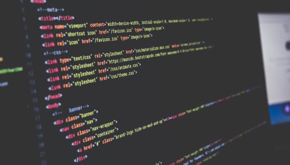 El virus roba informació de contacte i credencials de l'usuari, i les puaj a un servidor remot.