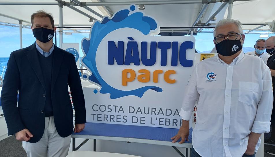 Joaquim Cristià i Jordi Rom mostrant la nova imatge i marca de l'Estació Nàutica.
