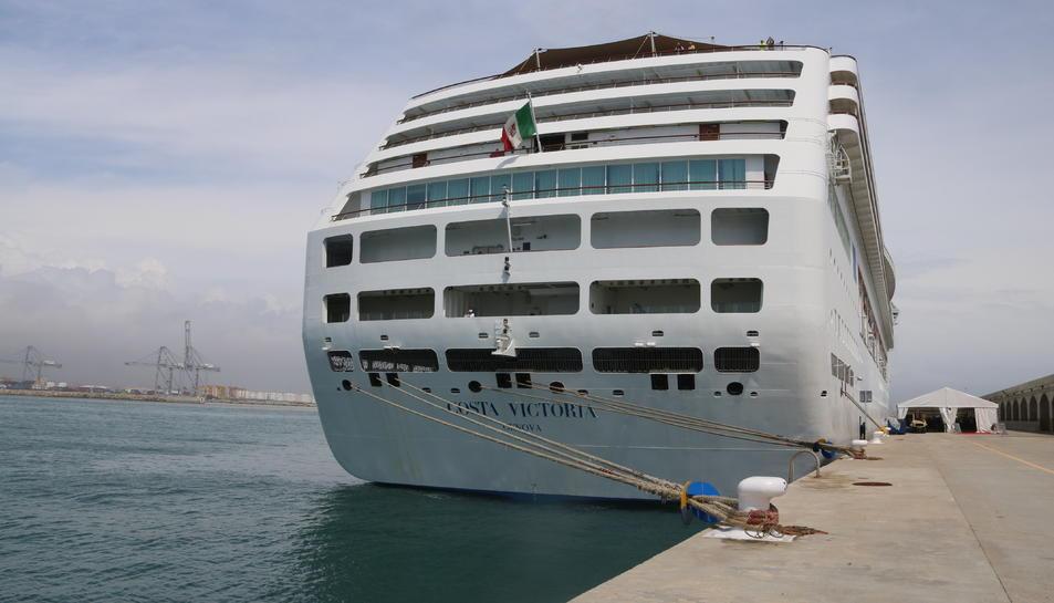 Imatge d'Arxiu del Costa Victoria, de Costa Cruceros, atracat al Port de Tarragona el 2018.